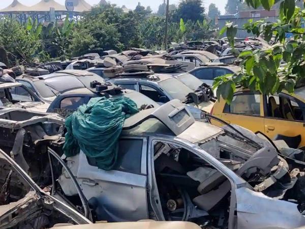 સુરત શહેરમાં નોંધાયેલી 53 હજાર કાર, 5.26 લાખ બાઈક, 22 હજાર રિક્ષા, 13 હજાર ટ્રક અને 1258 બસ સ્ક્રેપ થઈ જશે સુરત,Surat - Divya Bhaskar