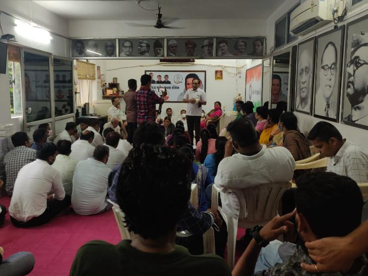 વડોદરા સહિત રાજ્યભરમાં કોરોનાથી મૃત્યુ પામેલા લોકોના પરિવારોને ન્યાય અપાવવા કોંગ્રેસ ન્યાય યાત્રા કાઢશે, ઘરે-ઘરે જઇ પરિવારજનોને સાંત્વના આપશે વડોદરા,Vadodara - Divya Bhaskar