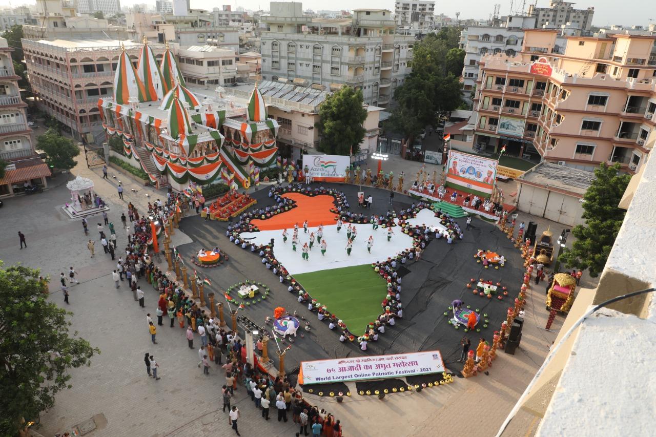 મણિનગર સ્વામિનારાયણ ગાદી સંસ્થાનના 'આઝાદી કા અમૃત મહોત્સવ' કાર્યક્રમની 7 દેશોના 2575 હરિભક્તો એકસાથે કરી ઉજવણી|અમદાવાદ,Ahmedabad - Divya Bhaskar