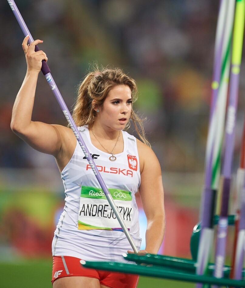 મારિયાએ ટોક્યો ઓલિમ્પિકમાં જેવલિન થ્રો ઈવેન્ટમાં 64.61 મીટર દૂર ભાલો ફેંકીને સિલ્વર મેડલ પોતાના નામે કર્યો હતો