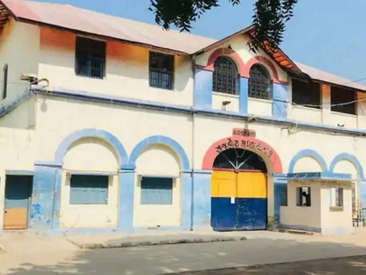 રાજકોટ સેન્ટ્રલ જેલમાં કેદીએ આપઘાતનો પ્રયાસ કર્યો. - Divya Bhaskar
