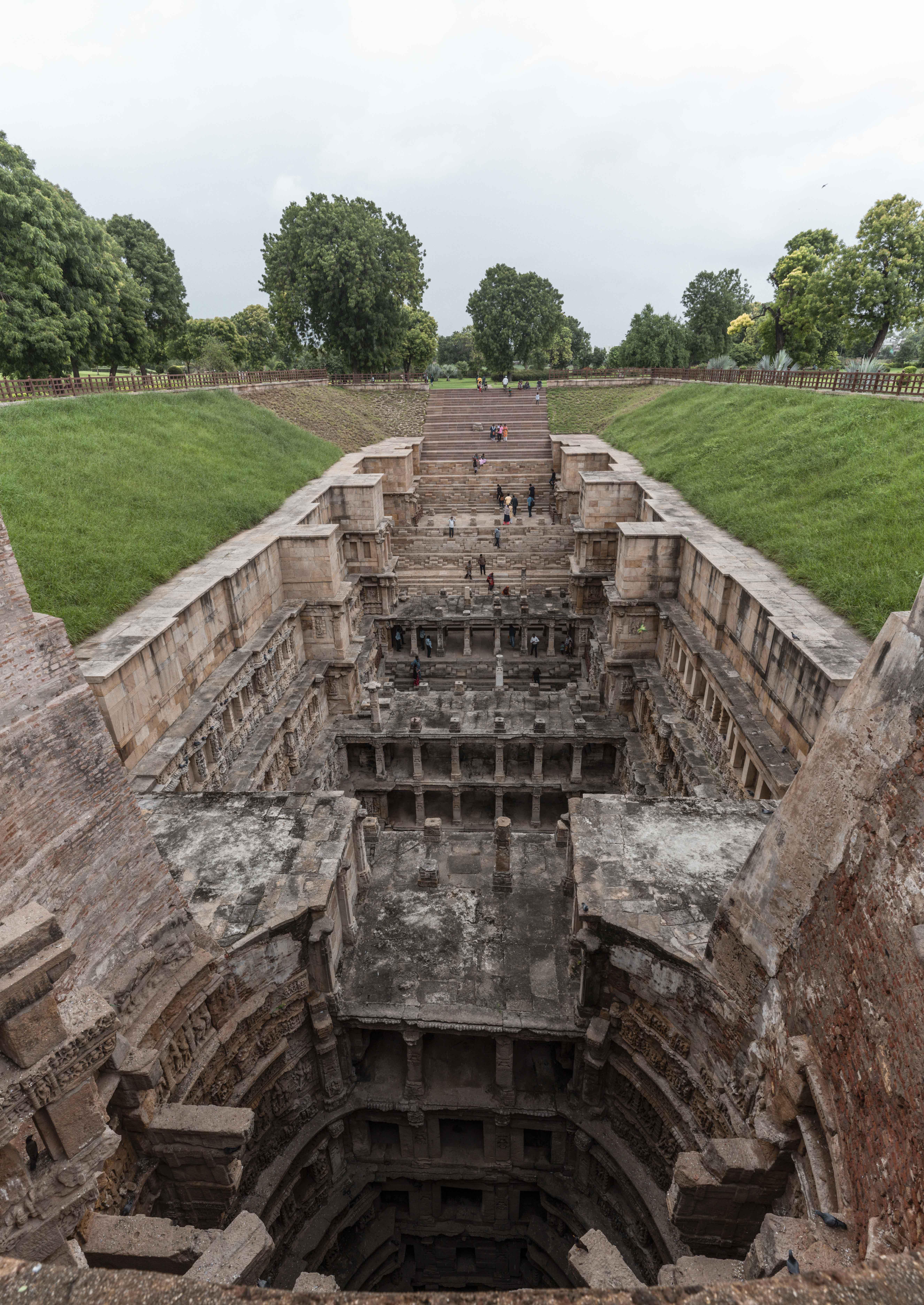 રાણકી વાવને જળ મંદિર તરીકે પણ ઓળખવામાં આવે છે