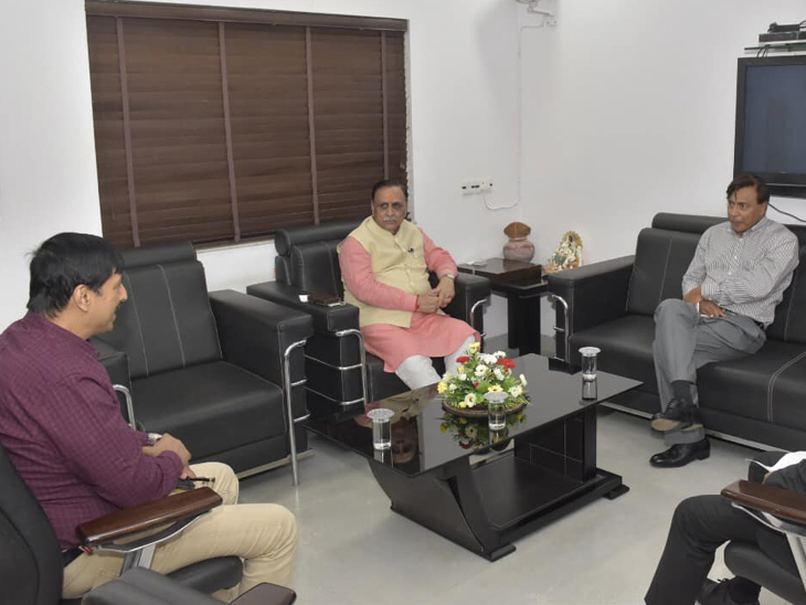 લક્ષ્મી મિત્તલે કરી CM રૂપાણી સાથે મુલાકાત, ગુજરાતમાં ગેસ અને એનર્જી ક્ષેત્રે રૂ.50 હજાર કરોડનું રોકાણ કરશે|અમદાવાદ,Ahmedabad - Divya Bhaskar