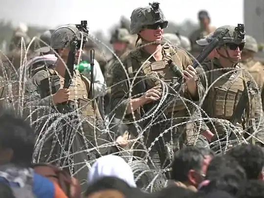 અત્યારે અફઘાનિસ્તાનમાં 6 હજાર અમેરિકન સૈનિકો હાજર છે.તેમાંના ઘણા કાબુલ એરપોર્ટની સુરક્ષા સંભાળી રહ્યા છે.