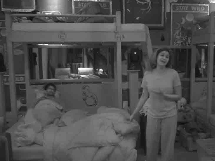 એક્ટર રાકેશ બાપટે પલંગમાં શમિતા શેટ્ટીની નજીક જવાનો પ્રયાસ કર્યો, એક્ટ્રેસે બ્લેન્કેટ ખેંચ્યું તો બોલ્યો- મેં પેન્ટ નથી પહેર્યું|ટીવી,TV - Divya Bhaskar
