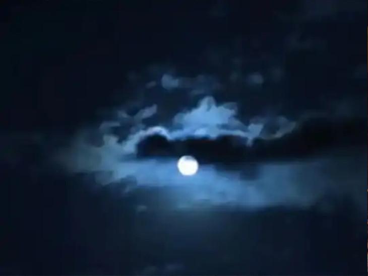 આજે બ્લૂ મૂનની રાત, પરંતુ બ્લૂ મૂન વાદળી નહીં પીળો જોવા મળે છે, હવે 2024માં આવો ચંદ્ર જોવા મળશે|ધર્મ,Dharm - Divya Bhaskar