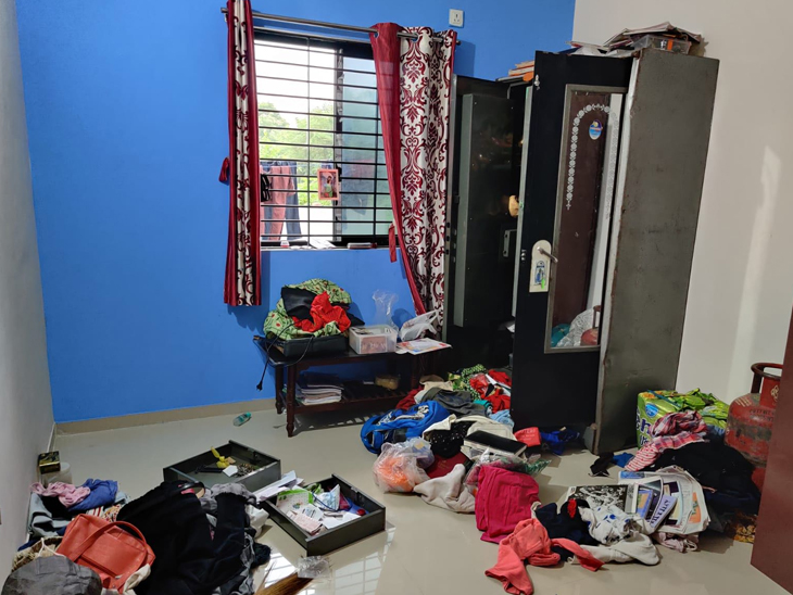 અરિહંત બંગલોના 2 મકાનમાંથી તસ્કરો રૂા. 85 હજાર ચોરી ગયાં પાદરા,Padra - Divya Bhaskar