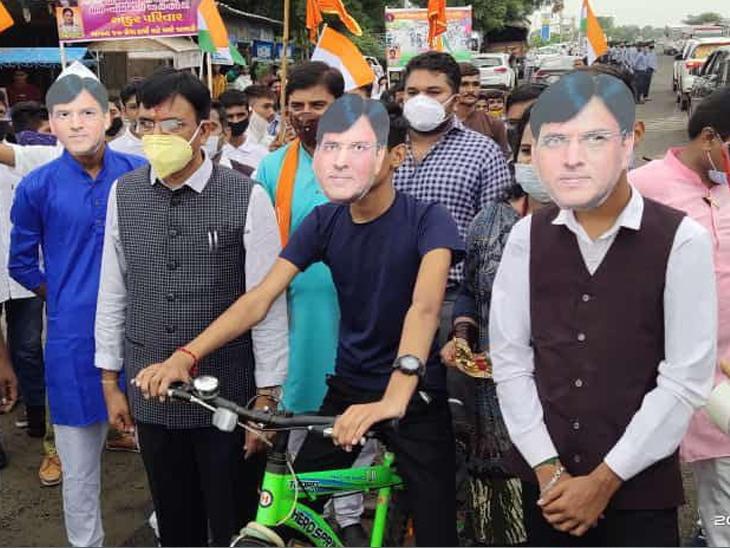 મોદી અને અમિત શાહ પછી ગુજરાતમાં મનસુખ માંડવિયાના ફેસ માસ્ક દેખાયા ગાંધીનગર,Gandhinagar - Divya Bhaskar