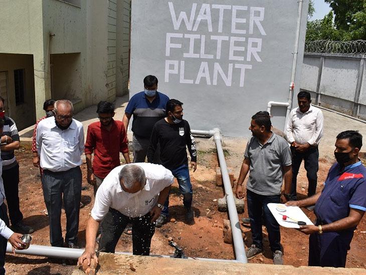 હોબાળા બાદ અદાણી કોલેજના છાત્રોને હવે શુદ્ધ પાણી પીવા મળશે ભુજ,Bhuj - Divya Bhaskar
