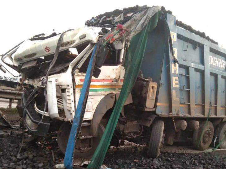 સુરતના હજીરામાં રોડ બાજુએ ઉભેલા ટ્રેલરમાં કોલસી ભરેલી ટ્રક ઘૂસી જતા ડ્રાઇવરના બન્ને પગ કચડાયા સુરત,Surat - Divya Bhaskar