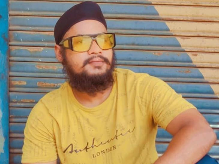 સુરતમાં યુવકની જાહેરમાં ચપ્પુના 4 ઘા મારી હત્યા, એકના એક દીકરાનો મૃતદેહ હોસ્પિટલમાં છોડી પરિવાર હુમલાખોરોને શોધવા નીકળ્યો સુરત,Surat - Divya Bhaskar