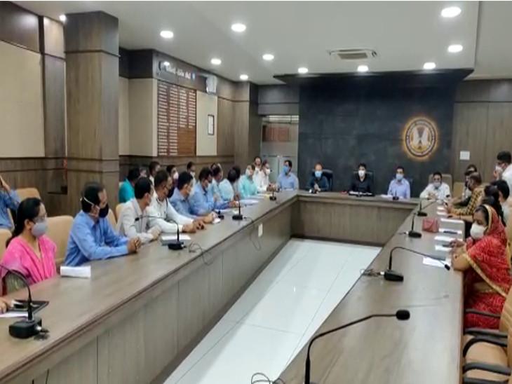 રાજકોટમાં મેયરના અધ્યક્ષ સ્થાને સ્ટેન્ડિંગ કમિટીની બેઠક મળી, એઇમ્સ હોસ્પિટલને જોડતો માઇનોર બ્રિજ બનાવવા માટે રૂ.5.6 કરોડની રકમ મંજુર|રાજકોટ,Rajkot - Divya Bhaskar