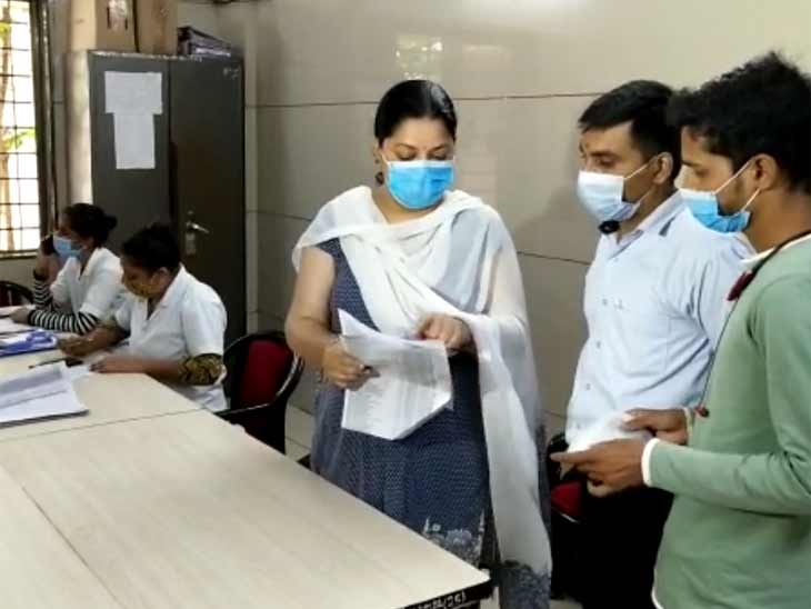નોક ધ ડોર સુરત કોર્પોરેશને વેક્સિનેશન માટે કેમ્પેઈન શરૂ કર્યું, દિવાળી સુધી તમામ સુરતીઓનું રસીકરણ પૂર્ણ કરવા ઝૂંબેશ|સુરત,Surat - Divya Bhaskar