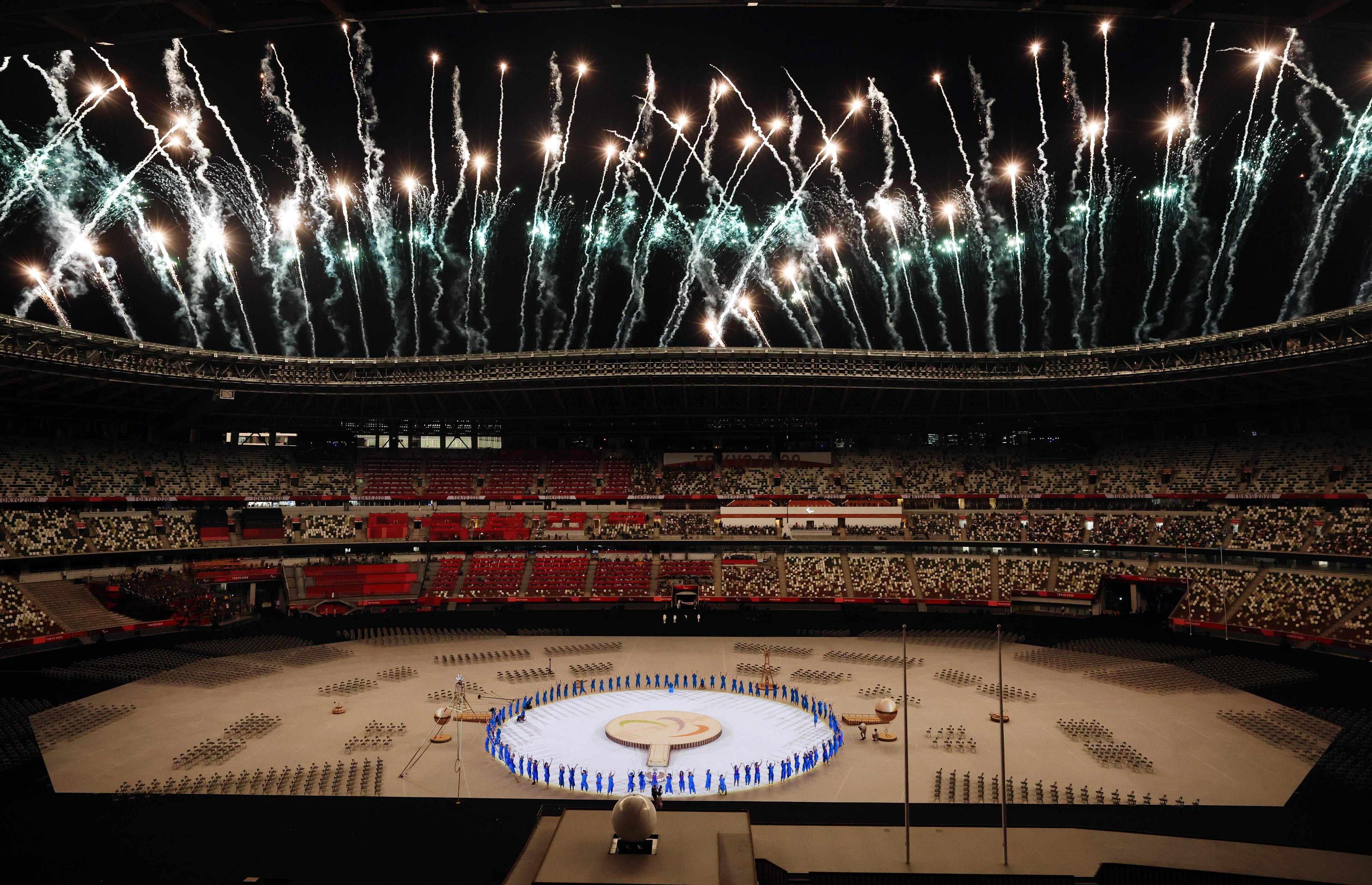 સ્ટેડિયમમાં આતશબાજી કરવામાં આવી. આ પહેલા અહીં ટોક્યો ઓલિમ્પિક ગેમ્સ પણ યોજાઈ હતી.