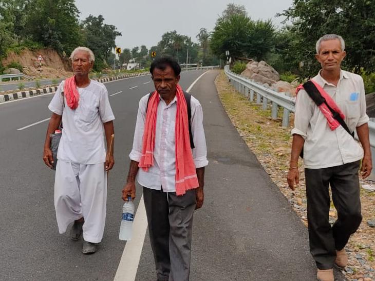ત્રણ માઇ ભક્તો દર માસે અંબાજીની પદયાત્રા કરે છે. - Divya Bhaskar