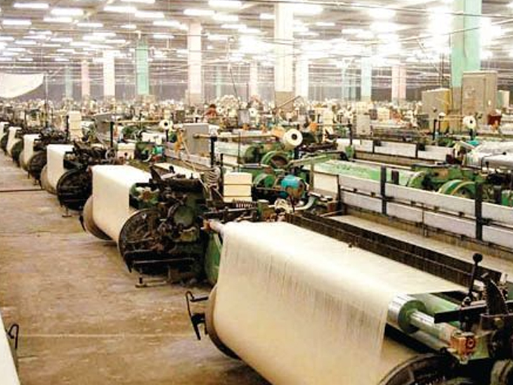 ટેક્સ્ટાઇલ માર્કેટમાં નવરાત્રિ-દિવાળીની તૈયારી શરૂ અગાઉ ધીમું પડેલું પ્રોડક્શન હવે 70% પર પહોંચ્યું|સુરત,Surat - Divya Bhaskar