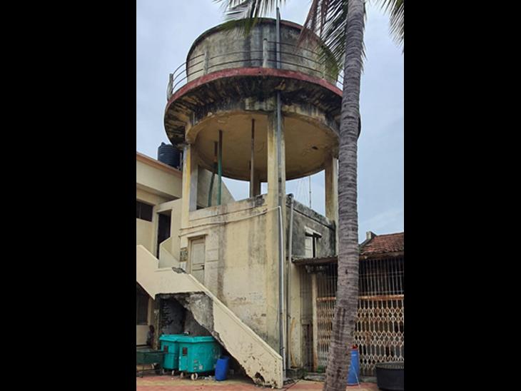 શહેરમાં સમાવિષ્ટ 27 ગામડાં અને બે પાલિકાની પાણીની ટાંકીઓની સફાઈ ટલ્લે, કઠોર બાદ ભાઠામાં પાણીની ગુણવત્તા બગડી, પાલિકા કહે કે, ફાઈલ મંજૂરી હેઠળ જ છે સુરત,Surat - Divya Bhaskar