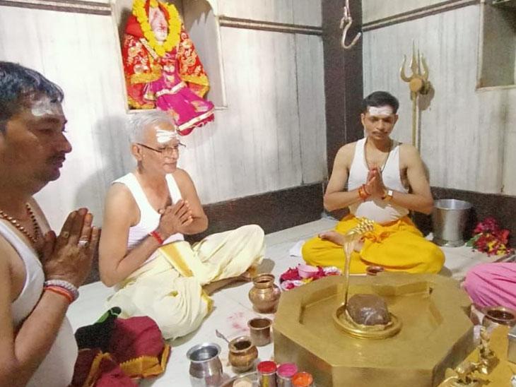 કણઝટ ગામે નિલકંઠેશ્વર મહાદેવ મંદિર ખાતે ભક્તોની ભીડ જામી|પાદરા,Padra - Divya Bhaskar