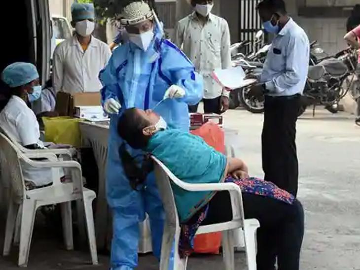કોરોનાની ત્રીજી લહેરની તૈયારીના ભાગરૂપે પાલિકા દ્વારા ટેસ્ટિંગ યથાવત રખાયું છે.(ફાઈલ તસવીર) - Divya Bhaskar