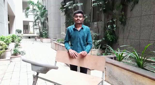 સોલર કાર બનાવનાર વિદ્યાર્થી રવિ પરમાર.