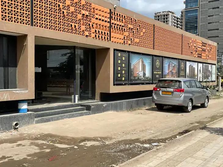 1 વર્ષની વોચ બાદ રાજકોટના RK ગ્રુપ સહિત 40 સ્થળે ITની રેડ, મિલકતની ખરીદી-વેચાણ રોકડમાં થતી હતી; 4 કરોડ મળ્યા|રાજકોટ,Rajkot - Divya Bhaskar