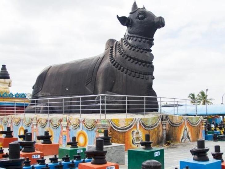 આ મંદિર પરિસરમાં કોટિલિંગેશ્વરના મુખ્ય મંદિર સિવાય 11 મંદિર અન્ય પણ છે