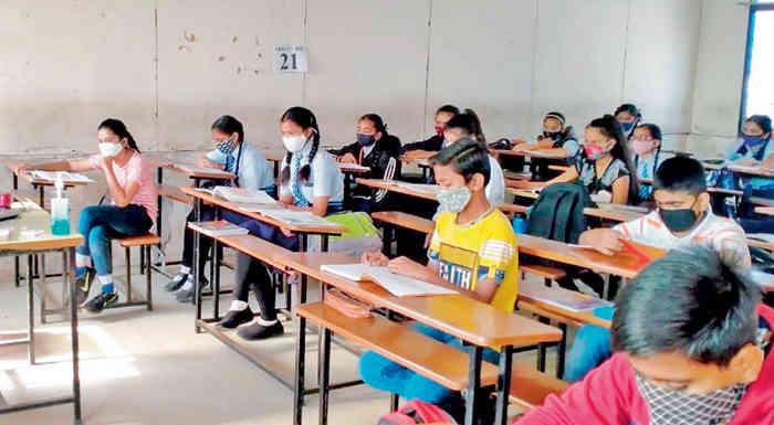 સ્કૂલમાં વિદ્યાર્થીઓને 50 ટકા કેપેસિટી સાથે બોલાવવામાં આવશે - પ્રતીકાત્મક તસ્વીર