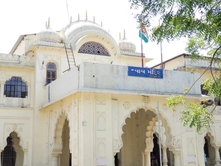 શહેરના એસટી વર્કશોપ પાસે હુમલો કરનાર બે શખ્સોને 7 વર્ષની સજા ફટકારતી કોર્ટ|ભાવનગર,Bhavnagar - Divya Bhaskar