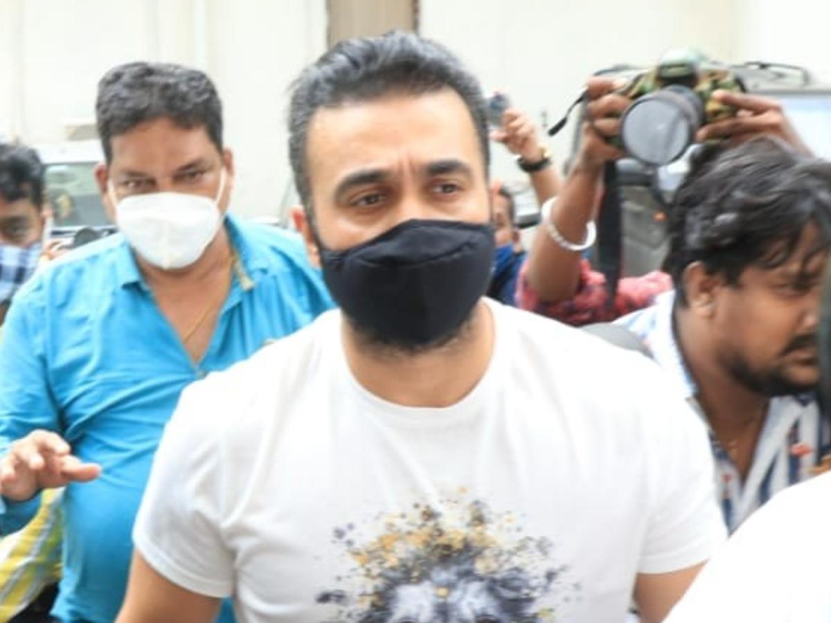 રાજ કુંદ્રાની મુંબઈ પોલીસે 19 જુલાઈએ ધરપકડ કરી હતી ત્યારથી તેઓ જેલમાં કેદ છે.