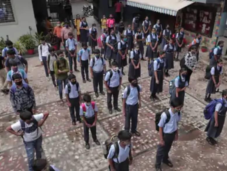 26 જુલાઈથી ધોરણ 9થી11ની સ્કૂલો શરૂ કરાઈ હતી.