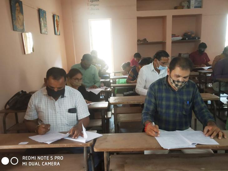 સ્વીકાર: જિલ્લા પંચાયતના શિક્ષકો હાજર - Divya Bhaskar