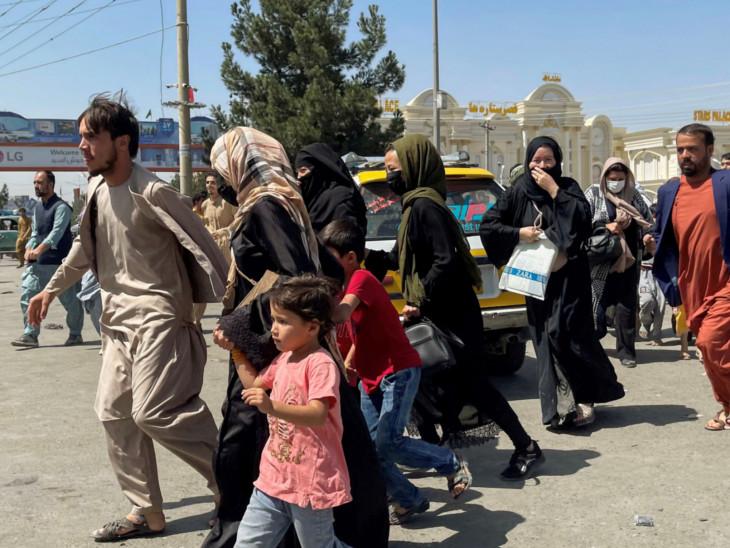 સ્થાનિક લોકો અફઘાનિસ્તાનથી બહાર નીકળવા માટે અધીરા બન્યા છે.