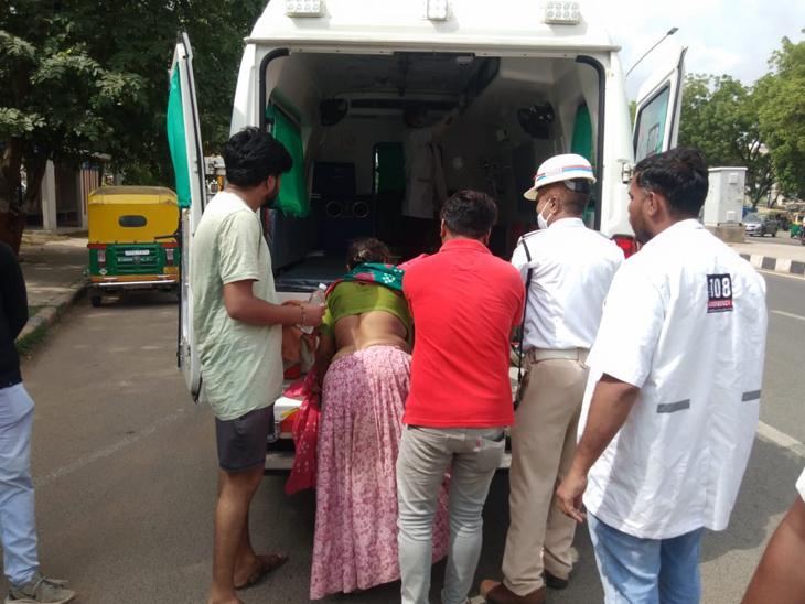શહેરમા ગરમી વધતા લોકો મૂર્છિત થવા લાગ્યા છે, રોડ ઉપર પડી ગયેલા લોકોને ટ્રાફિક પોલીસે હોસ્પિટલ સુધી પહોંચાડવામા મદદ કરી હતી - Divya Bhaskar