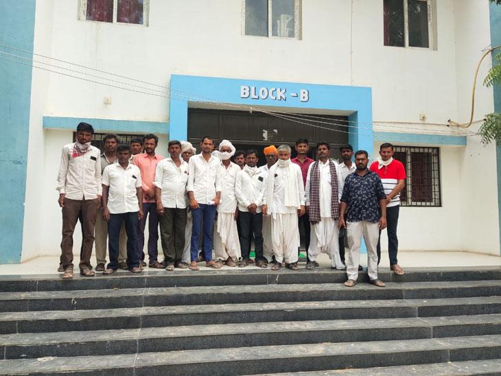 થરાદ નર્મદા વિભાગની કચેરીએ રજૂઆત કરી હતી. - Divya Bhaskar