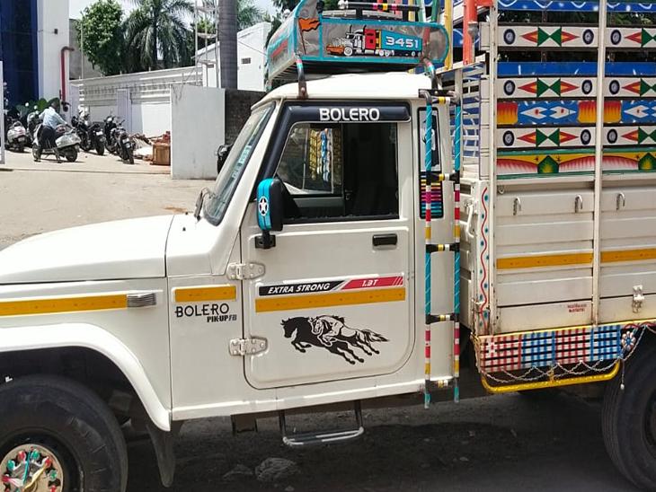 શિનોર ચોકડી પર જે ગાડીનો કાચ તોડી રૂપિયા 1.20 લાખની ઉઠાંતરી થઇ તે ગાડી. - Divya Bhaskar