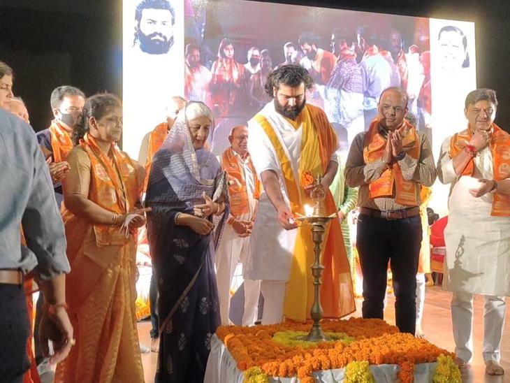 જીજીનો દ્વિદિવસીય પ્રાગટ્યોત્સવનો પ્રારંભ દીપ પ્રાગટ્ય સાથે કરાયો હતો. - Divya Bhaskar
