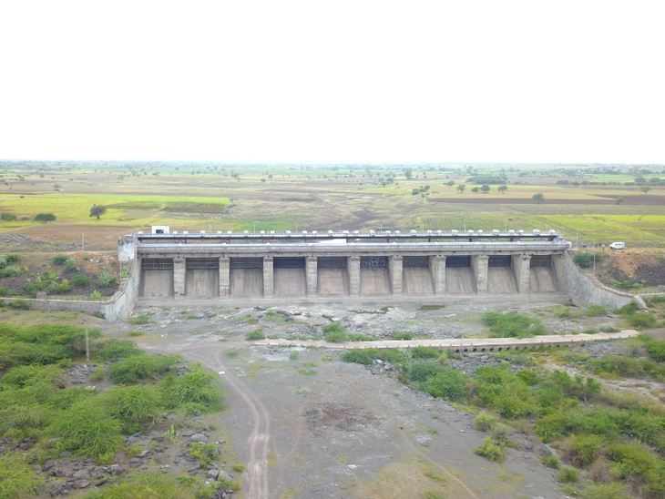 ગુજરાતમાં 65% ઓછો વરસાદ, 98 ડેમમાં માત્ર 25% પાણી, નર્મદા ડેમ 20 મીટર ખાલી, ત્રણ જ ડેમ છલોછલ|અમદાવાદ,Ahmedabad - Divya Bhaskar