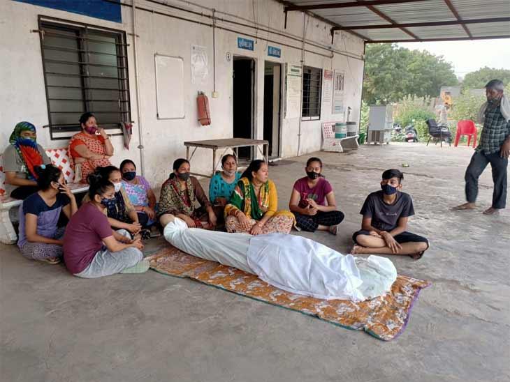 અમદાવાદના નિકોલમાં યુવાને વ્યાજખોરોના ત્રાસથી ગળે ફાંસો ખાઈ આપઘાત કર્યાનો પરિવારનો આરોપ, પોલીસ સ્ટેશનમાં જય સ્વામિનારાયણની ધૂન બોલાવી|અમદાવાદ,Ahmedabad - Divya Bhaskar