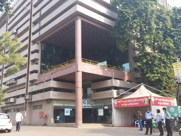અમદાવાદ મ્યુનિસિપલ કોર્પોરેશનની ઓફિસ - Divya Bhaskar