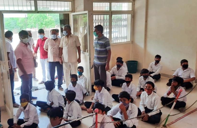 ધારાસભ્ય પ્રદ્યુમ્નસિંહ જાડેજા શાળા સંકુલની મુલાકાતે દોડી આવ્યા હતા