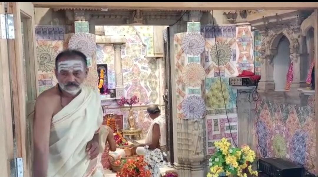 લીંબડીના જગદીશ આશ્રમમાં આવેલા શિવ મંદિરમા ભારતીય ચલણી નોટોથી શણગાર કરાયો - Divya Bhaskar