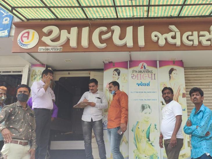 ડીસામાં સોની વેપારી દ્વારા ઠગાઇ આચરતા પોલીસ દ્વારા તપાસ - Divya Bhaskar