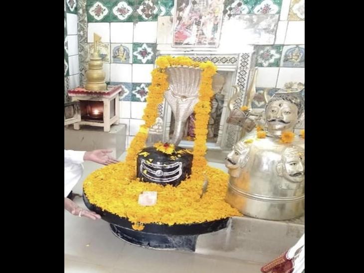 શ્રાવણ મહિનામાં ભગવાનને શણગાર કરાય છે - Divya Bhaskar