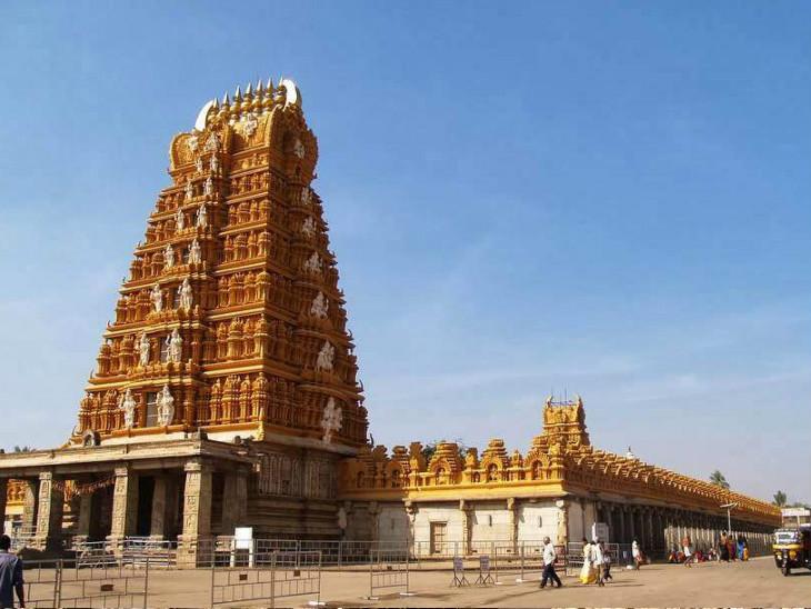 આ શિવલિંગની સ્થાપના ગૌતમ ઋષિએ કરી હોવાનું માનવામાં આવે છે, આ મંદિરમાં 108 શિવલિંગ બનેલાં છે