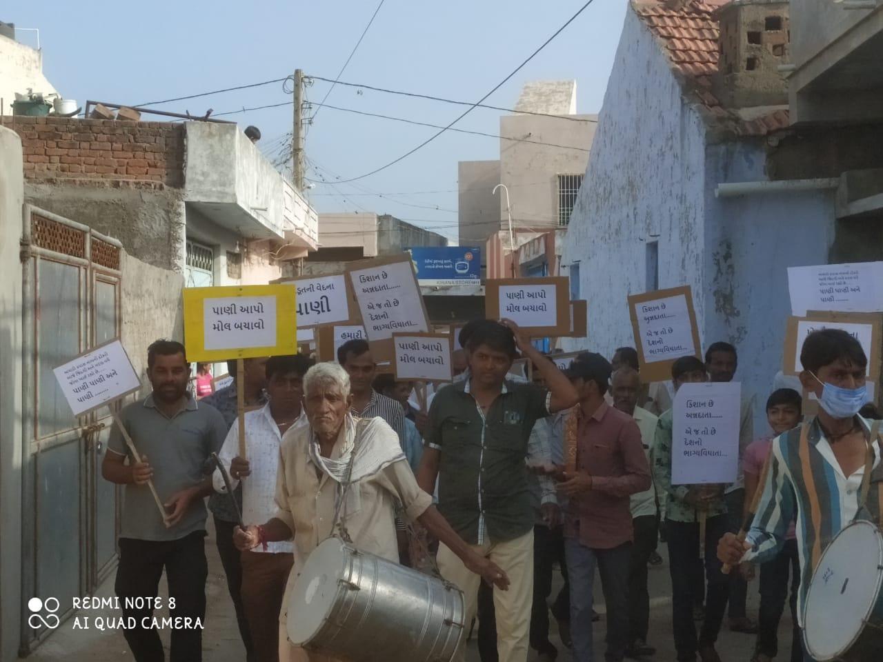મોરબી માળીયાના ખેડૂતોએ સિંચાઈ પ્રશ્ને મહારેલી કાઢી પાણી માટે ઉગ્ર આંદોલન સાથે હલ્લાબોલ કર્યો - Divya Bhaskar