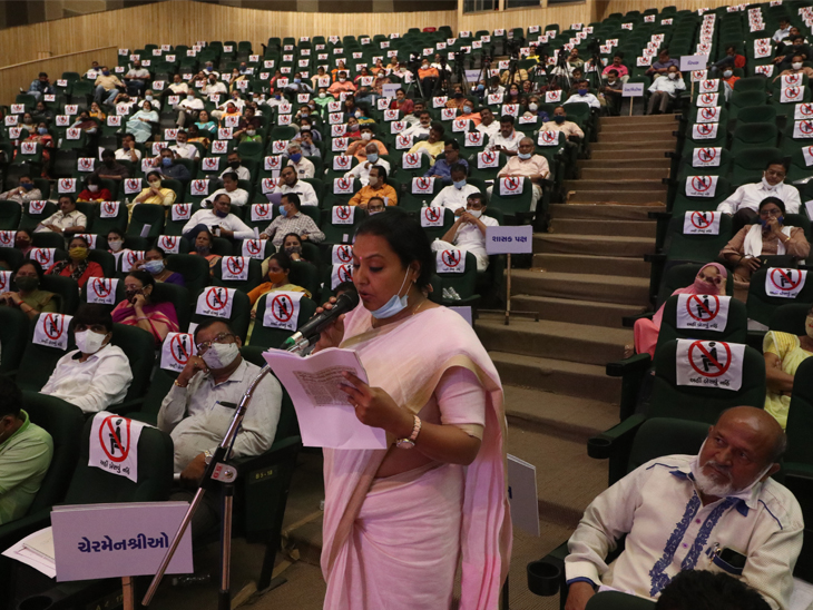 કોંગ્રેસનાં કોર્પોરેટર રાજશ્રીબેન કેસરી - Divya Bhaskar