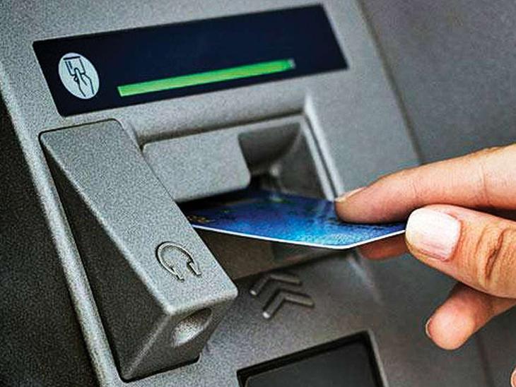 મુગલીસરામાં યુકોના ATMનું પાસવર્ડ બદલી 2 લાખની ચોરી|સુરત,Surat - Divya Bhaskar