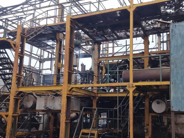 હાલોલમાં કેમિકલ બનાવતી ન્યુફામ કંપનીમાં પ્રચંડ બ્લાસ્ટ, 5 કિમી દૂર સુધી ધડાકાના અવાજ સંભળાયા, 3 કામદારોને ગંભીર ઈજા|વડોદરા,Vadodara - Divya Bhaskar