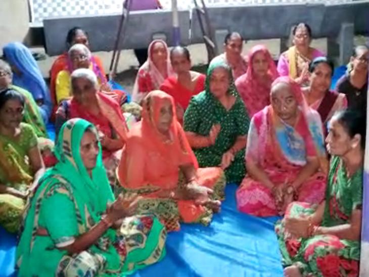 રામધૂનમાં મોટી સંખ્યામાં મહિલાઓ પણ જોડાઇ.