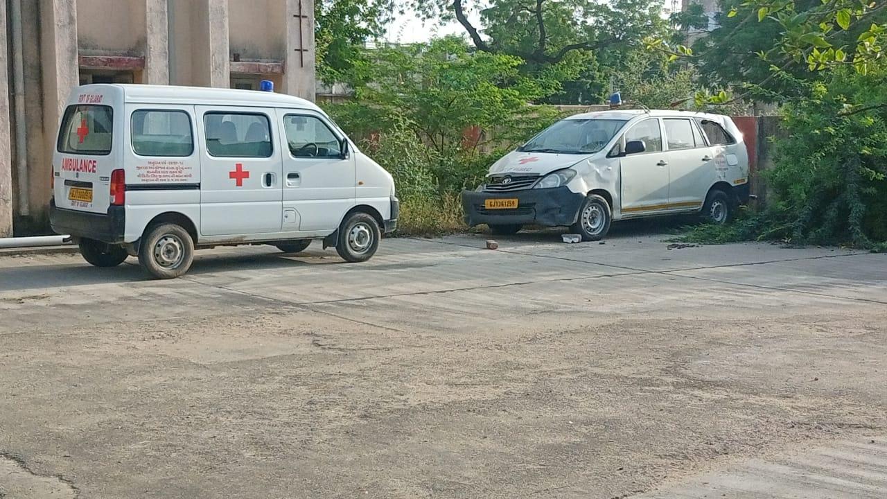 લીંબડી સિવિલ હોસ્પિટલમાં એમ્બ્યુલન્સના અભાવે દર્દીઓએ વેઠવી પડી રહી છે હાલાકી - Divya Bhaskar